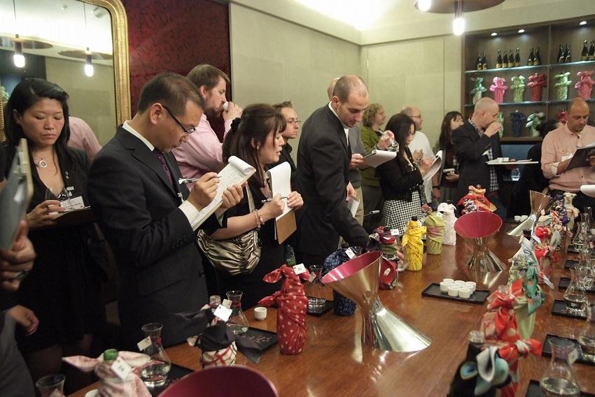 新しい記事: ロンドンのハロッズで<br>日本酒が盛り上がっています