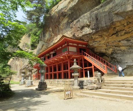 Takkoku-no-Iwayu-Hiraizumis-cliff-temple