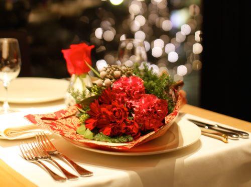 新しい記事: クリスマスは<br>花束の付いたディナーで